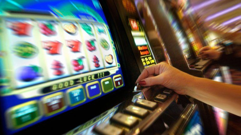 Las tragamonedas pueden llegar a generar una gran adicción. Miles de personas juegan a diario.