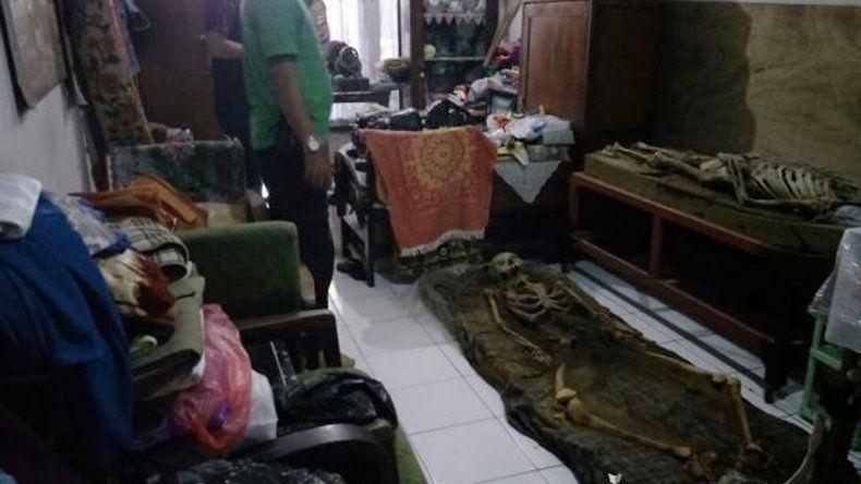 Convivían con los restos de los familiares a la espera de que pudieran resucitar