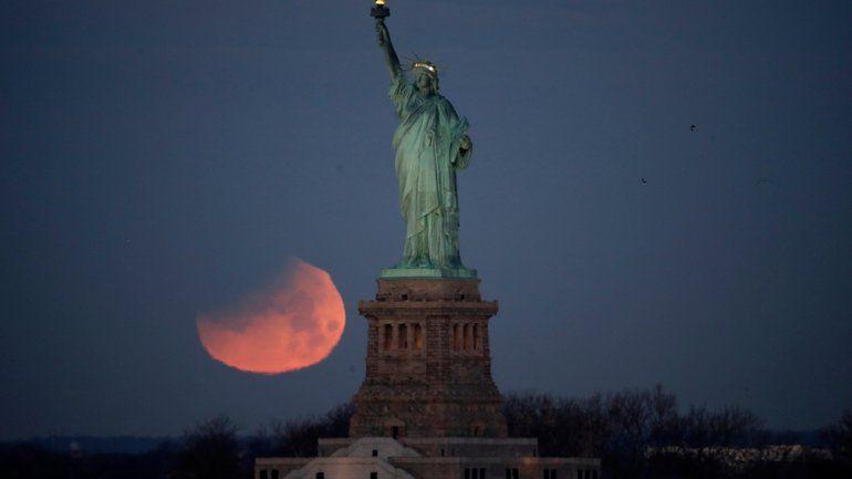 La superluna de sangre, un fenómeno que atrajo al mundo