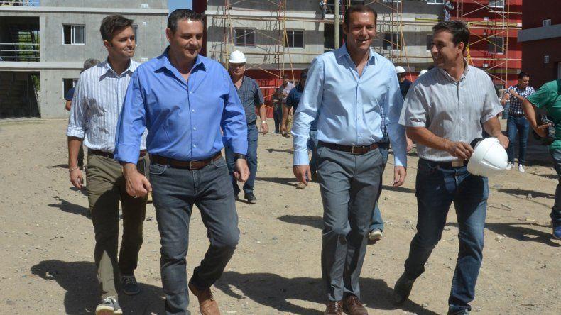 El gobernador recorrió los planes de viviendas que construye la Provincia en el oeste de la capital neuquina.