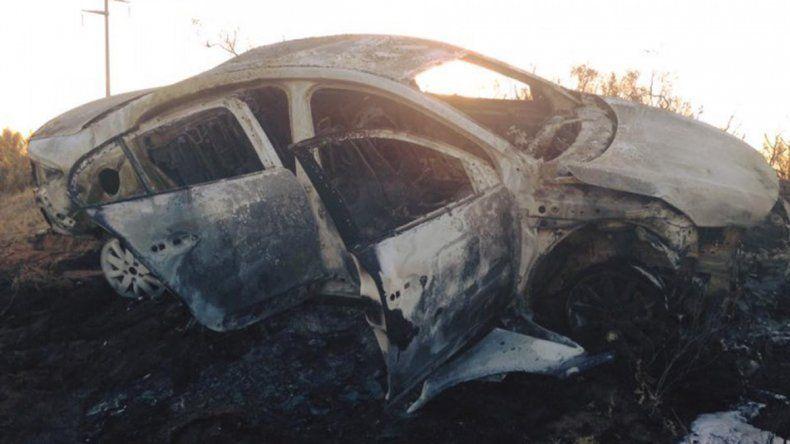 Una familia se salvó de milagro tras incendiarse su auto en la Ruta 151