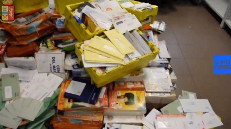 La compañía de correo se comprometió a entregar la correspondencia.