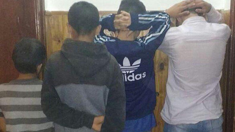 Estos niños son parte de una banda de nenes que viene robando seguido.