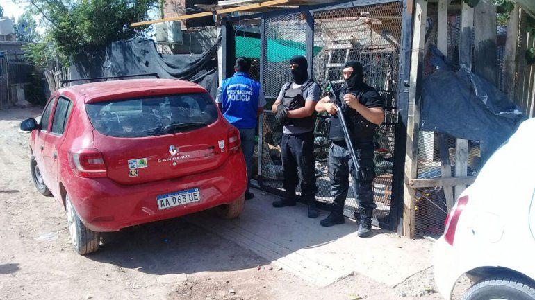 El despliegue realizado por la Policía en el allanamiento en Toma Pacífica.