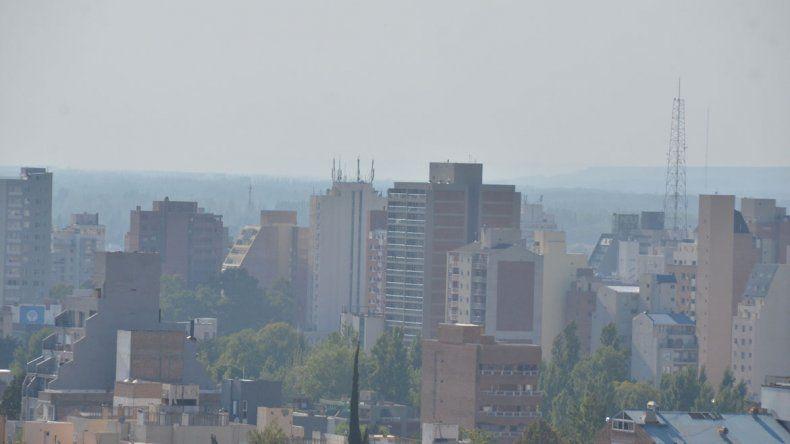 ¿De dónde viene el humo que cubre Neuquén?