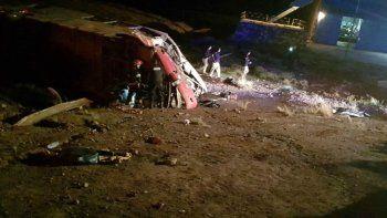 La tragedia fue en la Ruta 7, en la localidad mendocina de Las Cuevas. Hay 25 heridos, entre ellos tres de gravedad. Los chicos iban a un torneo a Paraguay.