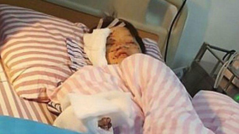 Los padres encontraron al chico inconsciente y bañado en sangre.