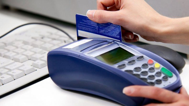 Cuando los delincuentes obtuvieron los números de la tarjeta comenzaron a hacer compras por internet.