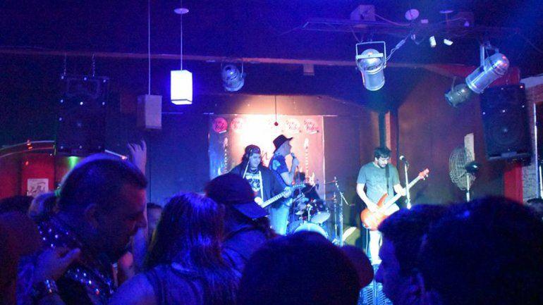 Matan a puñaladas al baterista de una banda punk en Quilmes