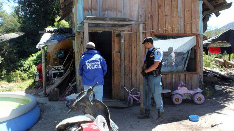 Investigaban dos robos y se encontraron con un kiosco narco en Villa La Angostura
