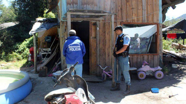 Los allanamientos se realizaron en dos casas de Villa La Angostura.