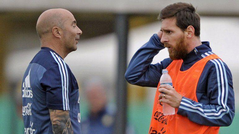 De fútbol somos. El DT Sampaoli publicará Mi plan y un libro analizará los últimos diez años de Messi y compañía.