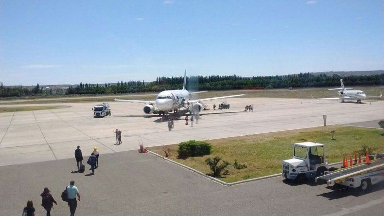 El avión debió ser revisado por personal técnico para poder volar.