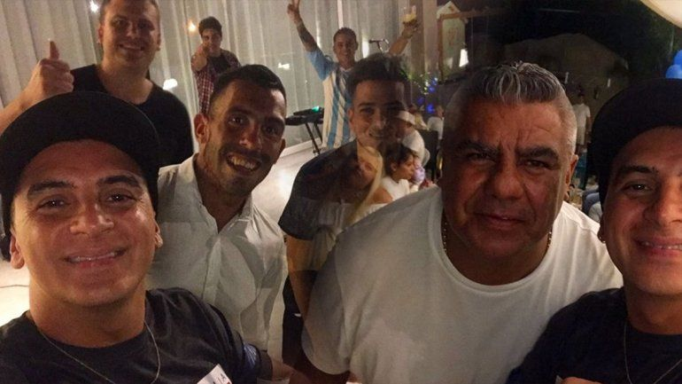 Chiqui Tapia estuvo en el cumpleaños de Tevez