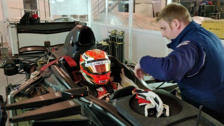 Manu Urcera comenzó su entrenamiento y ya probó un GP2 en España