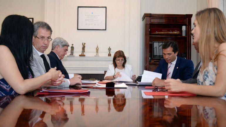 José Gerez junto a Bullrich y los procuradores de Río Negro y Chubut.