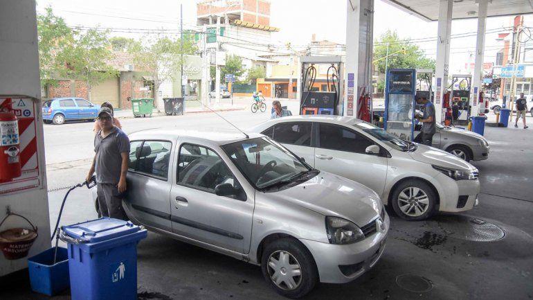 Los conductores que ayer fueron a cargar combustible de la empresa YPF se encontraron con un nuevo aumento.