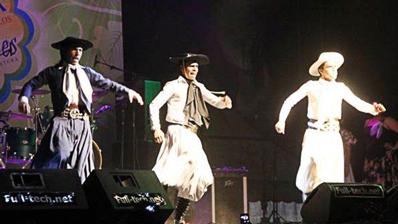 Los bailarines de folklore se rebelaron contra la Fiesta de los Jardines