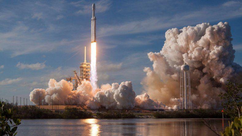 Este megalanzamiento estaba previsto para el 2013.El auto orbitará por unos cientos de millones de años.