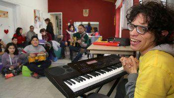 Lucas Vila es neuquino, autista y toca el piano como los dioses.