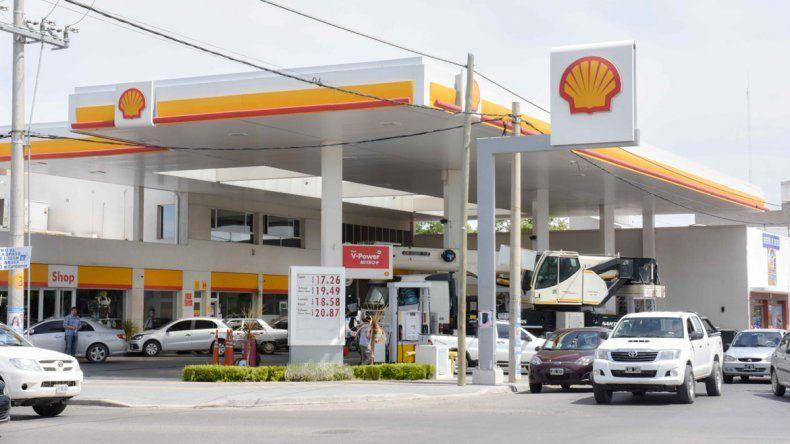 En las Shell también están más caras la nafta y el gasoil.