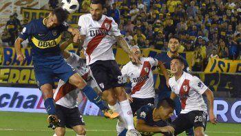 El Superclásico, esta vez en Mendoza, se jugará con algo grande en juego.