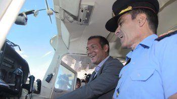 presentaron el nuevo equipo de la policia que incluye un avion