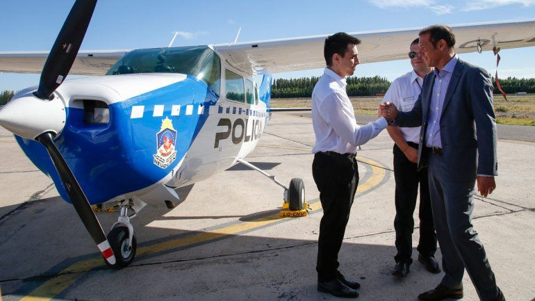 El gobernador Omar Gutiérrez presentó nuevos vehículos y equipamiento para la Policía.