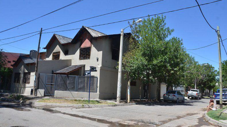 El incendio de una casa alertó a los vecinos y ¿puso al descubierto un prostíbulo?