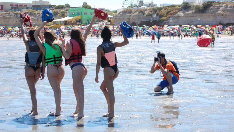 Las chicas decidieron dejar sus celulares y ser retratadas por un fotógrafo.