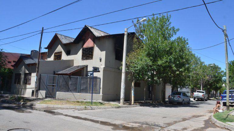 El incendio se produjo en la planta alta de la casa de La Sirena.