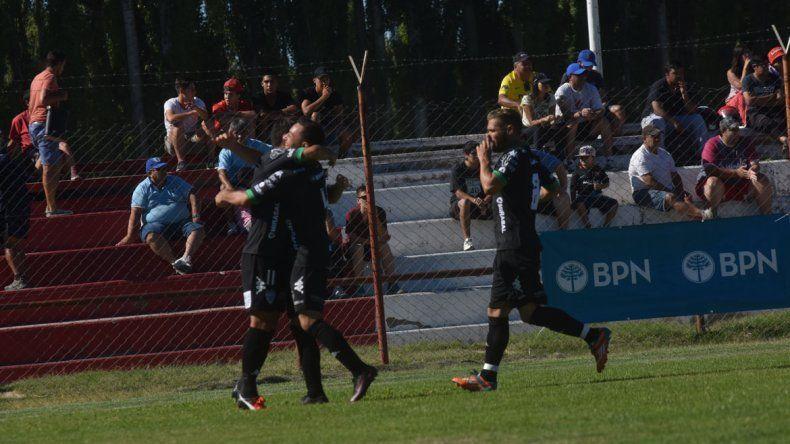 Todos abrazan a Morales
