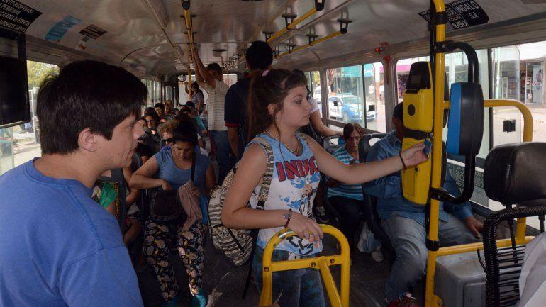 Los usuarios del transporte público pagan casi 8 veces más por boleto que al concesionarse el servicio