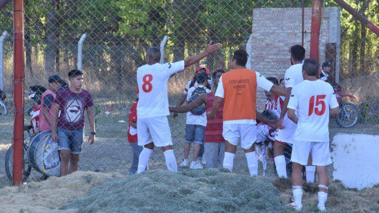 Las imágenes de los jugadores del Rojo confrontando con los hinchas pospartido ante Cipolletti recorrieron los medios de todo el país.