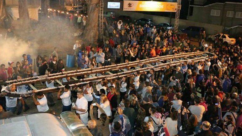 Tandil presentó el salame más largo del mundo