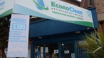 La distribuidora está ubicada en Avenida del Trabajador al 3500, frente al predio de la Feria del Oeste.