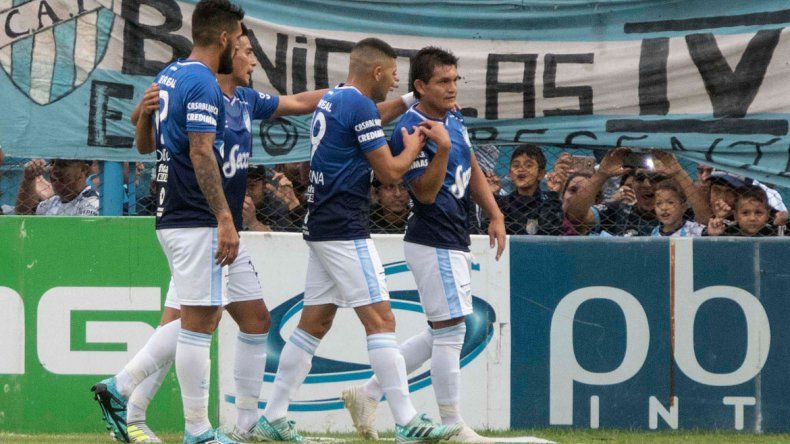 El Pulguita Rodríguez marcó elprimero de la tarde tucumana.