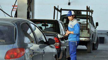 se viene otro aumento en los combustibles: la nafta subira entre un 7 y 12% a fin de mes