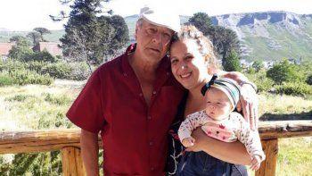 Cintia Moreno y su padre, Ricardo Moreno, felices en Caviahue.