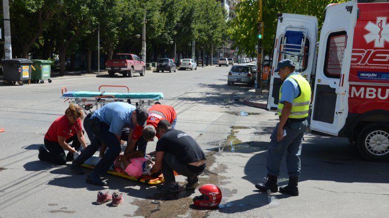 Accidente en pleno centro: un motociclista fracturado