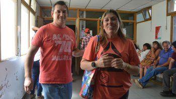 Vanesa Speranza y su esposo, el día que Lautaro salió de terapia intensiva. Ahora está en rehabilitación.