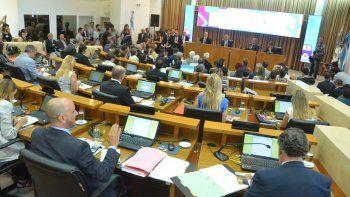 Los concejales escucharon con expectativa el extenso discurso que pronunció el intendente Pechi Quiroga.