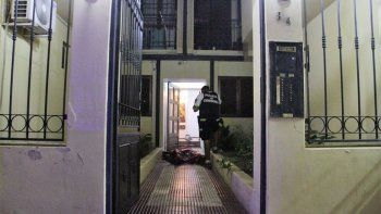 El policía recibió un tiro en la cabeza. Los delincuentes cayeron al escapar.