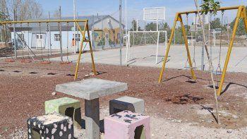 La Municipalidad instaló bancos y mesas que habían sido destrozados.