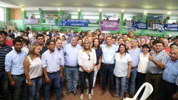 Gutiérrez apuntó la brújula hacia el 2019 y recibió un fuerte apoyo de los intendentes del sector azul del MPN.