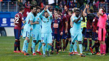 barcelona volvio a la victoria y se mantiene imbatible