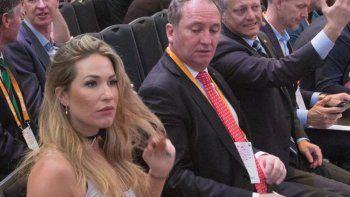 El vice, Barnaby Joyce, se quejó y trató de inepto al primer ministro.