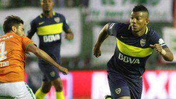 Todo el rigor del colombiano Fabra en la defensa xeneize.