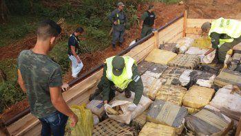 La Gendarmería encontró 185 bultos en el camión del hombre.