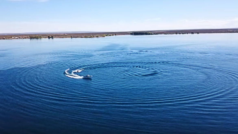 Un singular paseo en drone por las aguas de Mari Menuco
